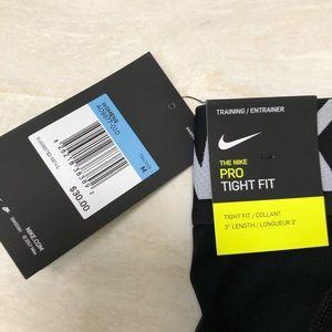 Nike Shorts - NWT NIKE PROS MEDIUM